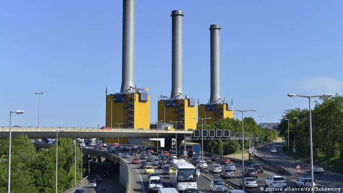 Deutschland Verkehrsstau Stadtautobahn Kraftwerk Wilmersdorf Berlin