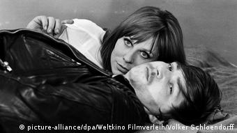 Margarethe von Trotta und Rainer Werner Fassbinder in einer Szene des Films Baal