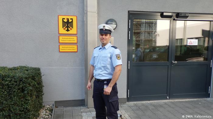 Deutschland Polizeiobermeister Charilaos Kyriakidis (DW/A. Kaltirimtzis)