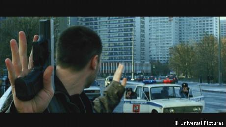 Το 2004 γύριστηκαν στην οδό Λειψίας του Βερολίνο ορισμένα πλάνα της παραγωγής «Στη Σκιά των Κατασκόπων» (The Bourne Supremacy). Παρά τα ρωσικά Lada και τις κυριλλικές επιγραφές οι Βερολινέζοι αναγνωρίζουν αμέσως την περιοχή στο ανατολικό τμήμα της πρωτεύουσας.