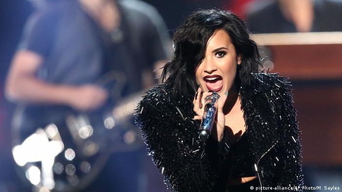 USA Demi Lovato at the American Music Awards (picture-alliance/AP Photo/M. Sayles)