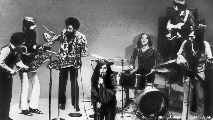 Janis Joplin onstage with the Kozmic Blues Band (picture-alliance/United Archives/Roba-Archiv)