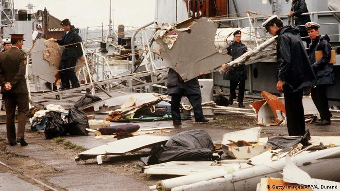 Autoridades inspecionam destroços do avião