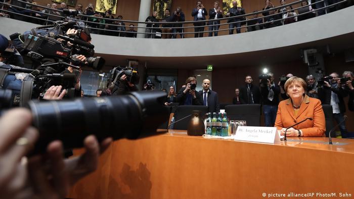 Deutschland Merkel vor dem NSA Untersuchungsausschuss (picture alliance/AP Photo/M. Sohn)