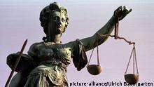 Justitia mit Pendelwaage