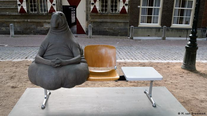 The sculpture 'Homunculus Loxodontus' in Leiden