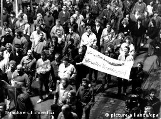 A black and white photo of East Germans demonstrating in 1989