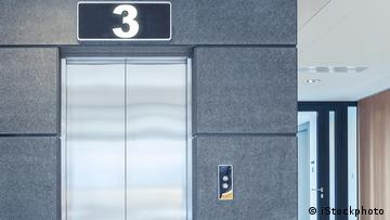 Elevator with the display '3'