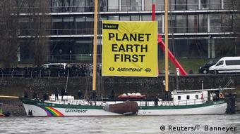 Deutschland G 20 Außenministertreffen in Bonn Proteste Greenpeace (Reuters/T. Banneyer)