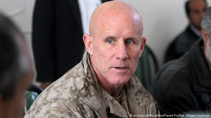 Afghanistan US-Vizeadmiral Robert S. Harward in Sarandsch (picture-alliance/dpa/Planet Pix/Sgt. Shawn Coolman)