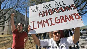 USA Day Without Immigrants-Protest in Shermana (picture-alliance/AP Photo/LM Otero)