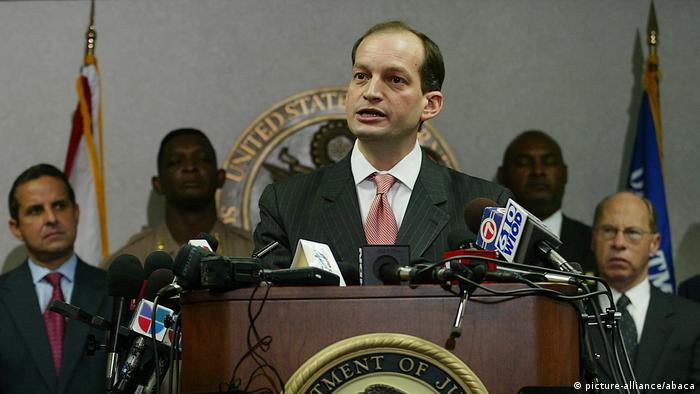 Trump chooses Alexander Acosta as new choice for Labor Secretary (picture-alliance/abaca)