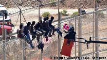 Spanien Marokko Ceuta Flüchtlinge überwinden Zaun