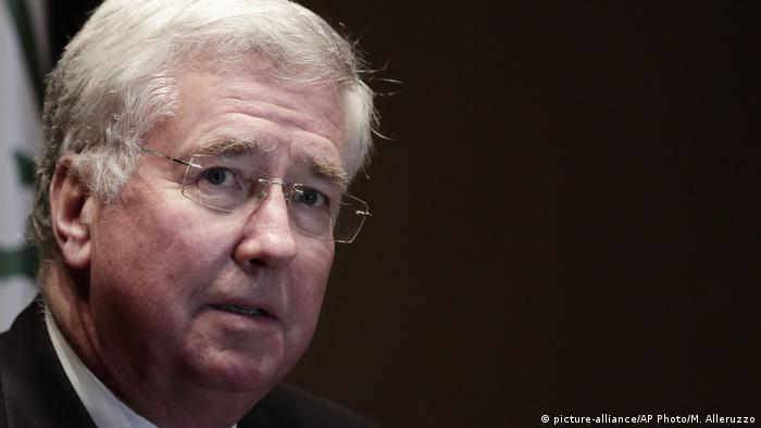 Großbritannien Verteidigungsminister Michael Fallon (picture-alliance/AP Photo/M. Alleruzzo)