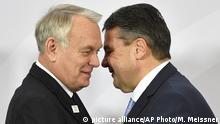 Deutschland G 20 Außenministertreffen in Bonn - Jean-Marc Ayrault und Sigmar Gabriel