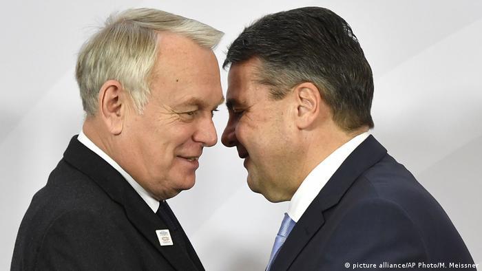 Deutschland G 20 Außenministertreffen in Bonn - Jean-Marc Ayrault und Sigmar Gabriel (picture alliance/AP Photo/M. Meissner)