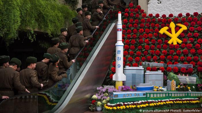 Nordkorea Feierlichkeiten zum Geburtstag des ehemaligen Führers Kim Jong Il (Archivbild: picture-alliance/AP Photo/D. Guttenfelder)
