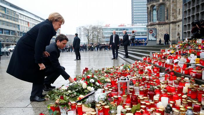 Deutschland Merkel und Trudeau am Breitscheidplatz in Berlin (Reuters/H. Hanschke)