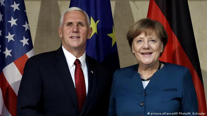 Deutschland Münchner Sicherheitskonferenz 2017 Pence und Merkel (picture-alliance/AP Photo/M. Schrader)