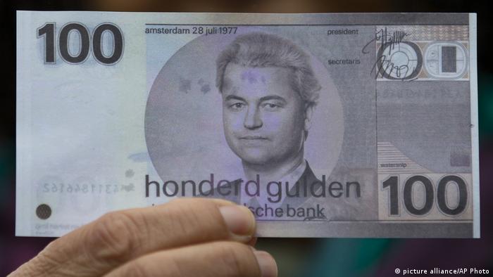 Niederlande | Geert Wilders auf Wahlkampfveranstaltung | gefälschte 100 Guldennote mit Wilders-Konterfei (picture alliance/AP Photo)