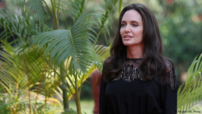 Angelina Jolie beim Eintreffen im kambodschanischen Siem Reap, wo sie ihren Film vorstellte (Foto: Reuters/S. Pring)