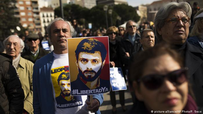 Spanien Protest gegen Inhaftierung von Oppositionspolitiker Leopoldo Lopez in Venezuela (picture-alliance/AP Photo/F. Seco)
