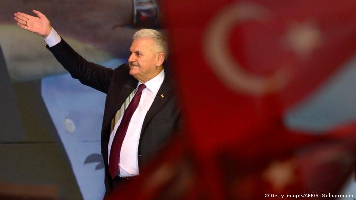 Turkey's prime minister campaigns in Germany for Turkish constitutional referendum
