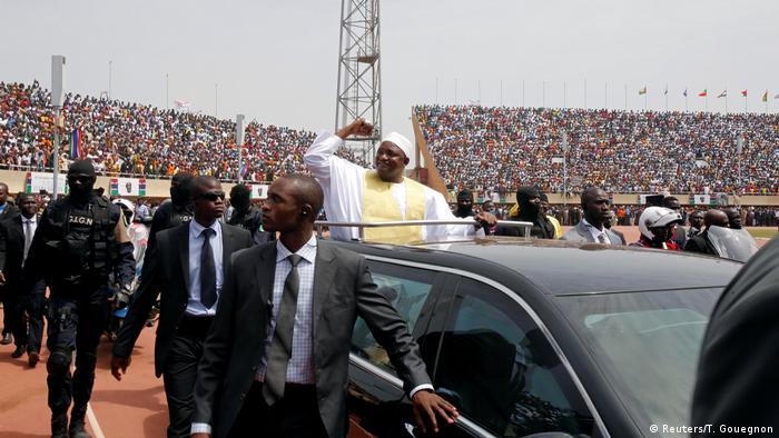 Gambia Präsident Adama Barrow | Amtsübernahme & Einweihungszeremonie in Bakau (Reuters/T. Gouegnon)