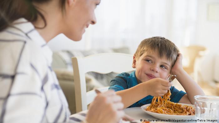 Symbolbild Glücklich essen (picture-alliance/Bildagentur-online/Tetra Images)