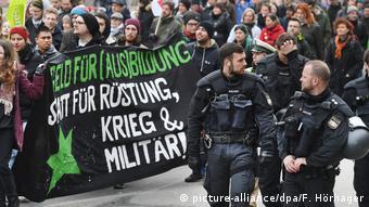 Deutschland | Münchner Sicherheitskonferenz |Demonstration gegen die Sicherheitskonferenz in München
