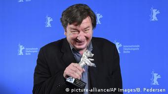 Berlinale   Abschluss und Verleihung der Bären   Preisträger Silbener Bär Aki Kaurismäki (picture-alliance/AP Images/B. Pedersen)