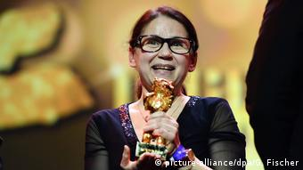 Berlinale   Abschluss und Verleihung der Bären   Preisträger Goldener Bär Ildikó Enyedi (picture-alliance/dpa/G. Fischer)