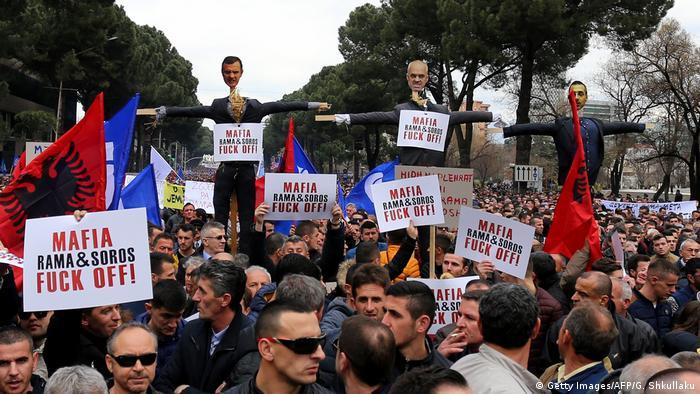 Albanien | Proteste in Tirana (Getty Images/AFP/G. Shkullaku)