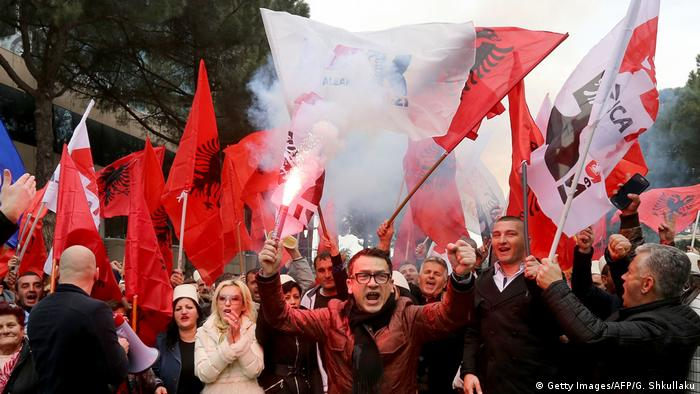 Albanien | Proteste in Tirana (Getty Images/AFP/G. Shkullaku)