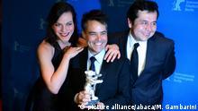 """Sebastian Lelio y Gonzalo Maza, los realizadores de """"Una Mujer Fantástica"""" interpretada por Daniela Vega, quien también aparece en la foto."""