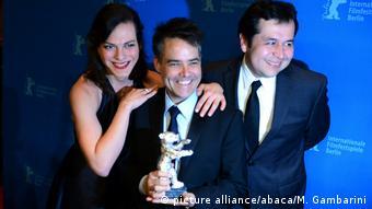 Berlinale   Abschluss und Verleihung der Bären Preisträger Silbener Daniela Vega Sebastian Lelio und Gonzalo Maza (picture alliance/abaca/M. Gambarini)