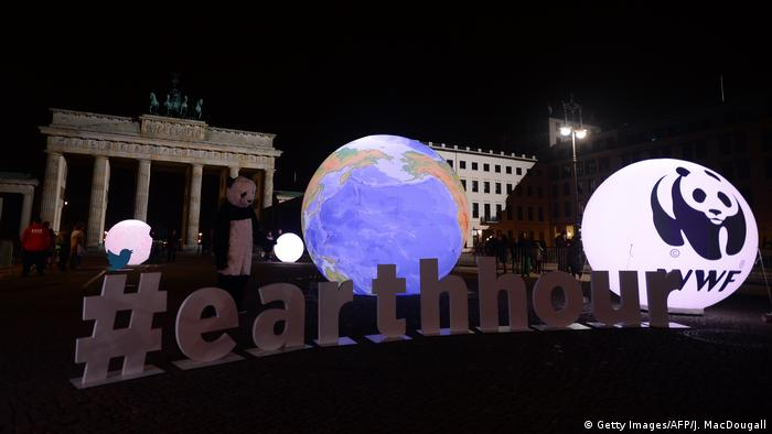Deutschland Aktionstag Earth Hour in Berlin (Getty Images/AFP/J. MacDougall)