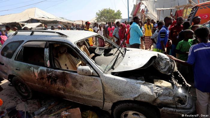 Somalia Selbstmordanschlag in Mogadischu (Reuters/F. Omar)