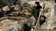 18.02.2017 *** A fighter from the Free Syrian Army's Al Majd Brigades digs a trench in the rebel held besieged area of al-Marj in the Eastern Ghouta of Damascus, Syria February 18, 2017. REUTERS/Bassam Khabieh TPX IMAGES OF THE DAY