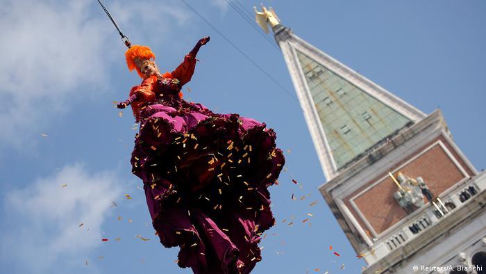 Italien Karneval in Venedig (Reuters/A. Bianchi)