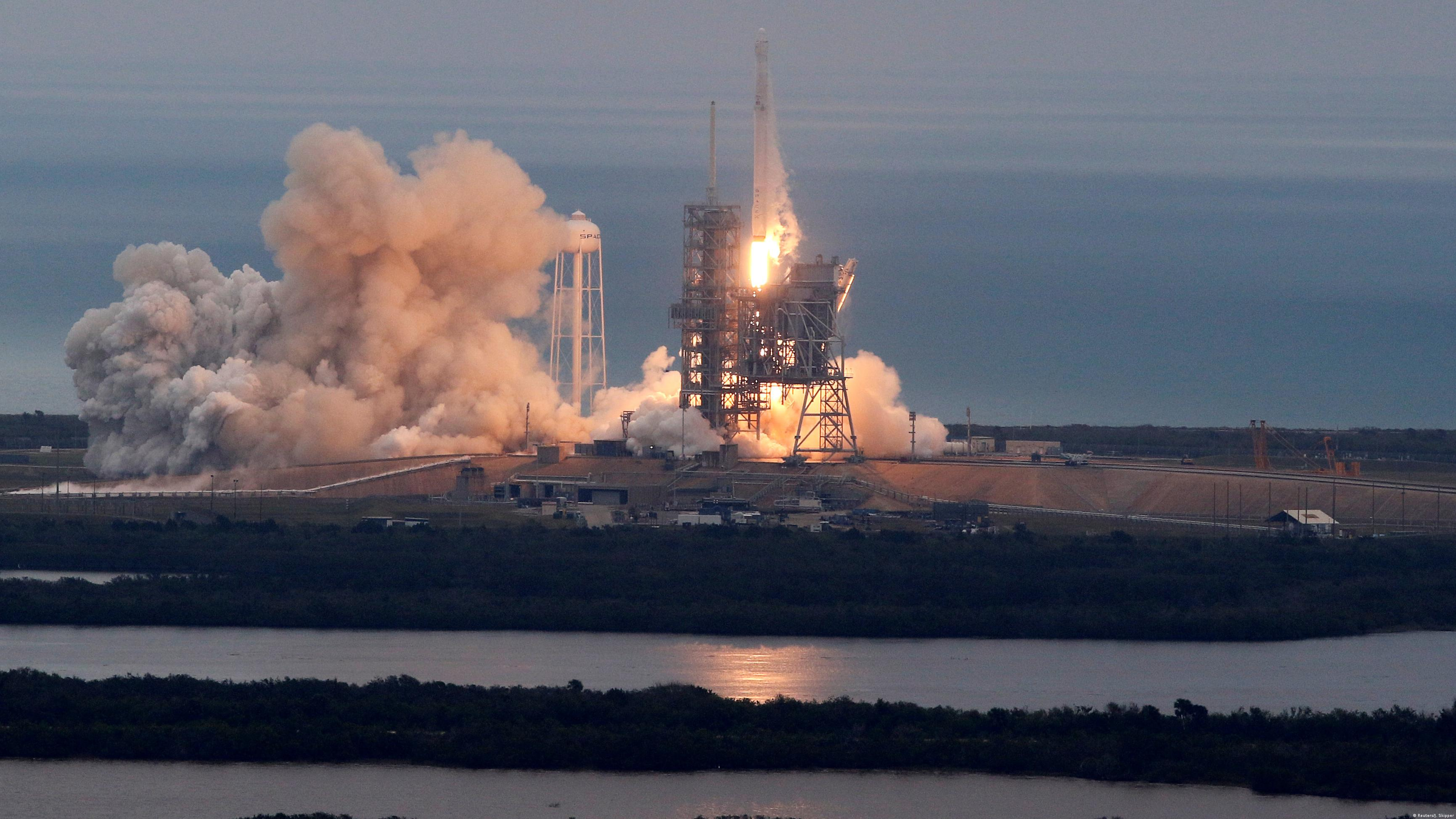 spacex hawthorne rocket - HD3462×1947