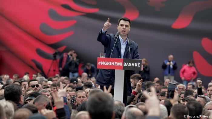 Albanien Anti-Regierungsproteste in Tirana   Lulzim Basha, Demokratische Partei