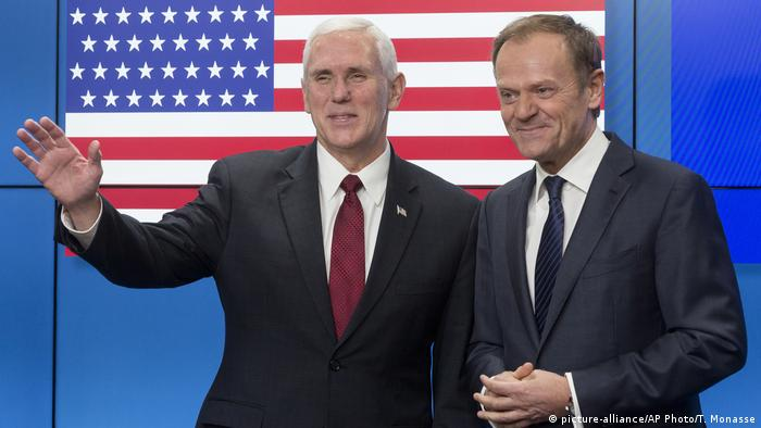 EU - USA Mike Pence & Donald Tusk in Brüssel (picture-alliance/AP Photo/T. Monasse)