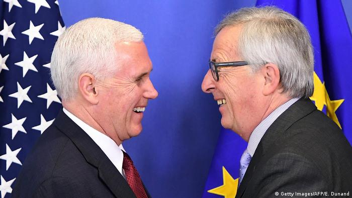 Mike Pence & Jean-Claude Juncker in Brüssel (Getty Images/AFP/E. Dunand)