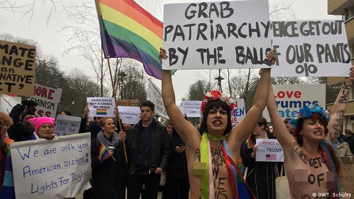 USA Protest gegen Pence Besuch in Brüssel (DW/T. Schultz)
