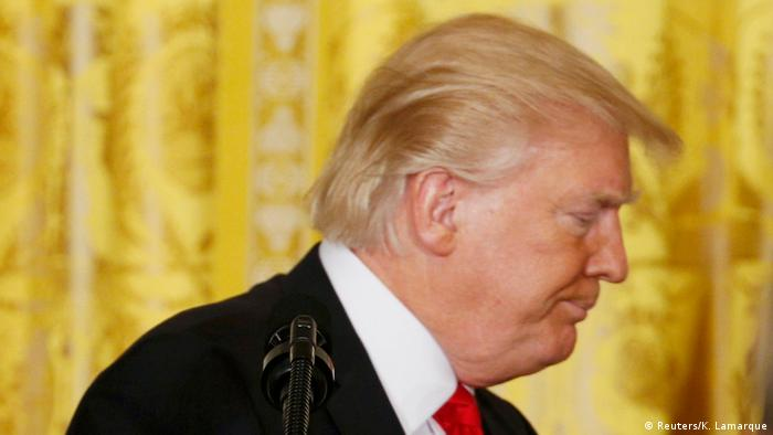 U.S. Präsident Trump verlässt Pressekonferenz im Weißen Haus in Washington