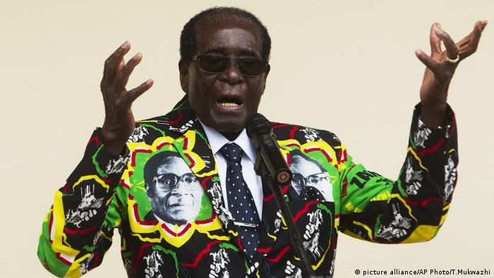 Zimbabwe President Robert Mugabe (picture alliance/AP Photo/T.Mukwazhi)