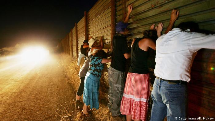 Мексиканцы на границе США с Мексикой