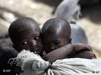 DR Congolese children cling to one another in a refugee camp