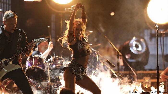USA Auftritt Lady Gaga und Metallica bei den Grammy Awards (picture alliance/dpa/M. Sayles)